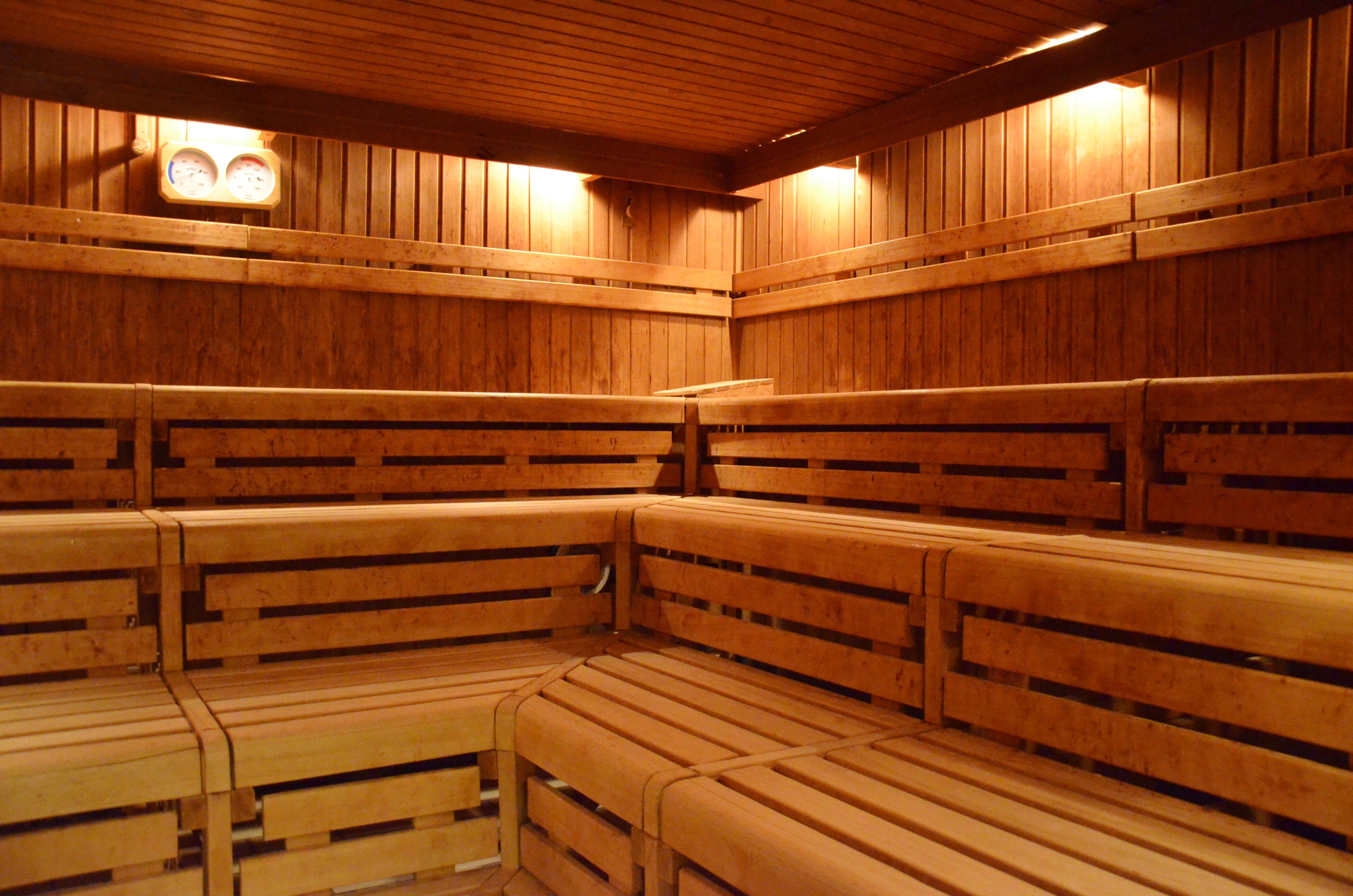 sauna usa wellenbad. Black Bedroom Furniture Sets. Home Design Ideas